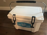Grizzly 20 Cooler white *Brand new* Never used! Abbotsford