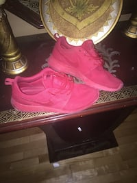 Nike red roshes  720 km
