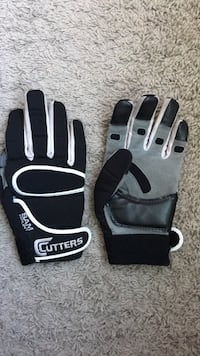 Football pair of gloves reinforcer Cutters size M Calgary, T3R 0S5