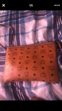 Brown mcm leather wristlet New Haven, 06511
