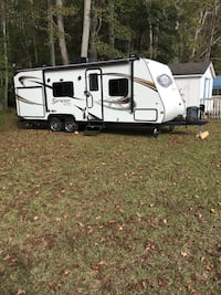 2012 Camper Surveyor by Forest River 21 foot easy to pull.