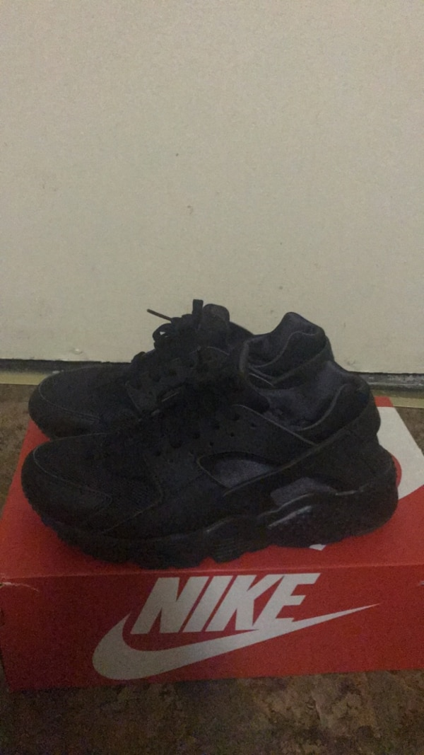 66d33db29bab7a Used Pair of black nike huarache shoes with box for sale in New York - letgo