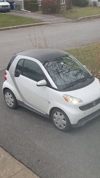 white Smart ForTwo