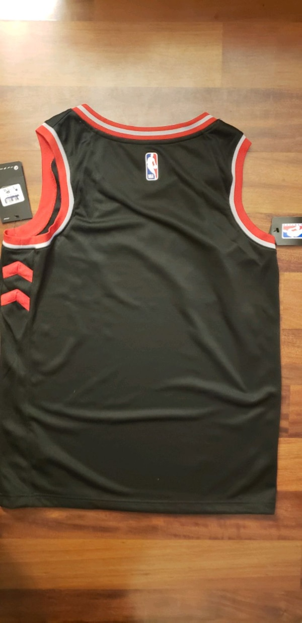 Raptors Jersey - Authentic new with tags 401d0aa5-8ccb-4dbb-94a5-7bc026eec56d