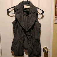 Grey vest with 2 functional pockets Toronto, M5S 2L1