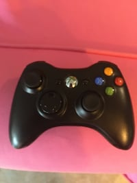 Black xbox 360 game controller wireless