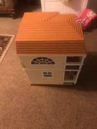Hannah Montana Large dollhouse. Maryville, 37801