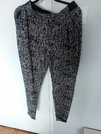Medium loose comfy pants Ottawa, K1Z 8H5