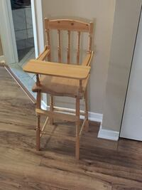 Brown wooden windsor rocking chair Sainte-Thérèse, J7E 5J1