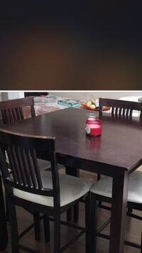 dining table with 4 chair very good condition 3740 km