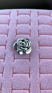 silver-colored rose earring Kenner, 70065