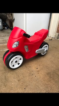 Red and black ride-on toy Round Rock, 78664