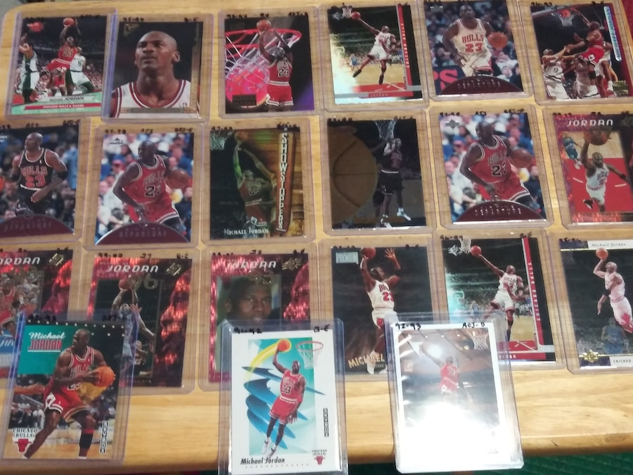 Photo Michael Jordan basketball cards. 64 in all. All different.