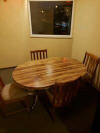 Round table with extension with 4 chairs Richmond, V7A 4E1