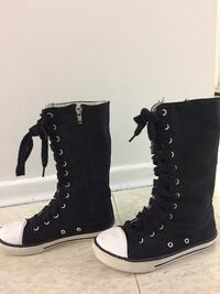 Black and white lace-up high-top stylish boots  for kids excellent  conditions almost new size 1 504 km
