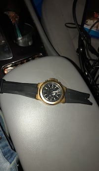 Michael Kors watch. Selling because I broke the band and it was given to me by my ex last year Bowie, 20720