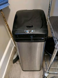 Hands Free Stainless Steel Garbage Can Tuckahoe, 10707