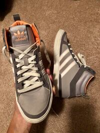 Adidas Women high tops size 6 27 km