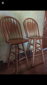 Wooden tall windsor swivel bar style chairs Toppenish, 98948