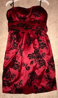Red Dress with Black Roses — Size 5 — Has Pockets! Clinton, 49236
