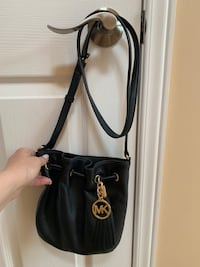 Michael Kors Crossbody purse in great condition from a smoke and pet free home!!  Vaughan, L4H 3L3