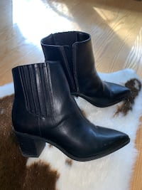 Size 6 bootie Mississauga, L5A 3C2
