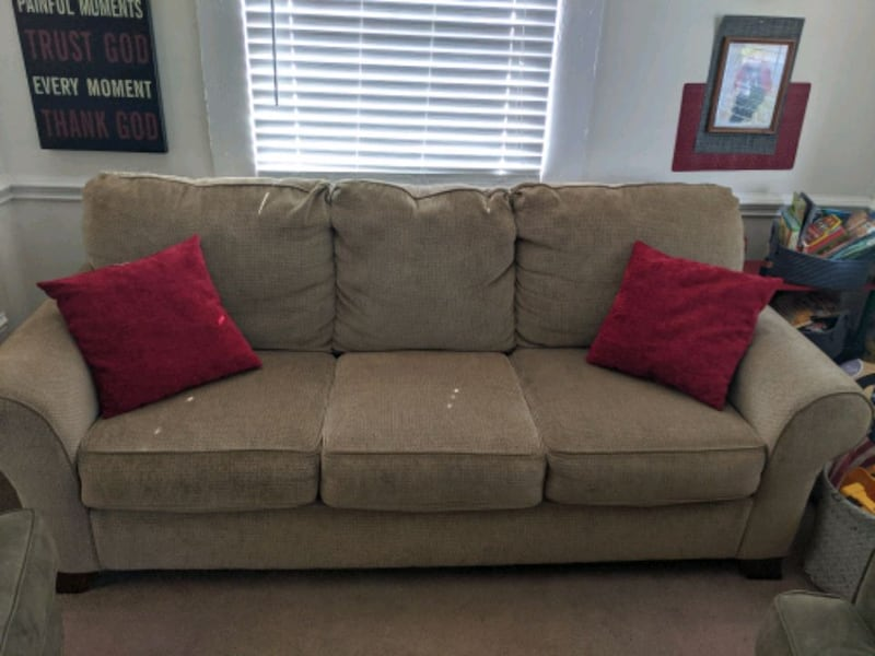 GREAT sofa - needs to go soon! 625be10d-a085-4722-9d04-15b0c5dc445d