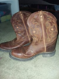 pair of brown leather cowboy boots Bristol, 37620