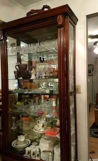 brown wooden framed glass display cabinet Dumfries, 22026
