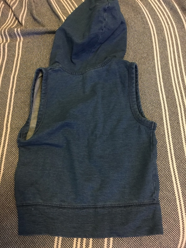 e83c6f0a5a3cc Used Sleeveless with hoodie Gap vest for sale in New York - letgo