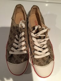 Guess shoes size 7.5 like new  Hamilton, N1R