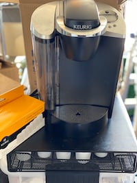 Keurig coffee maker with drawer,pods, filters
