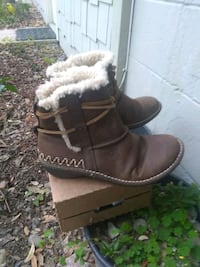 pair of brown leather boots Jacksonville, 32207
