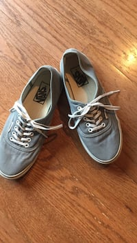 Vans gray low top sneakers W7.5. Outgrown in great condition Chantilly, 20152