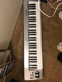 white and black electronic keyboard Hanover, 21076