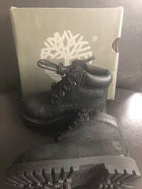 pair of black leather work boots Toronto, M9V 3W3