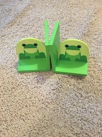 green wooden bookend with frog print Park, 49424