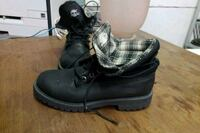 pair of black leather timberlands Courtice, L1E 2N4