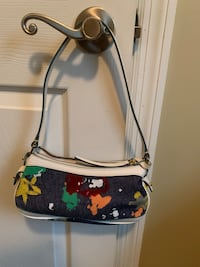 Small Dooney and Burke purse  Cleveland, 37312