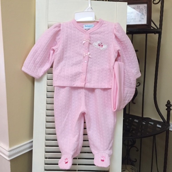 New Girl outfit, sizes size 3/6 months .