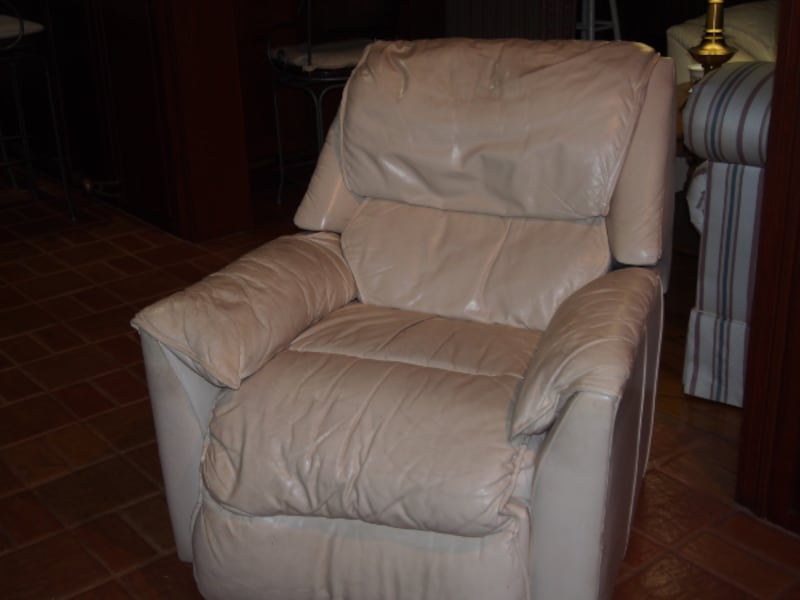 Leather Recliner b9472919-1230-4948-85a0-ee7876a7b0cf