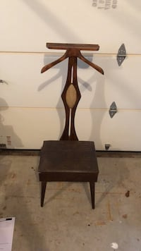 brown wooden base brown padded chair North Wales, 19454