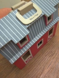 Melissa & Doug folding farm house 525 mi