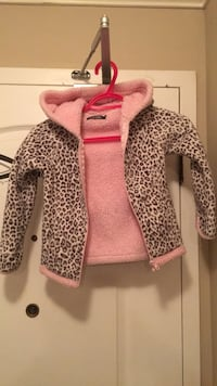 Girls sweater size 5  Chilliwack, V2P 4J8