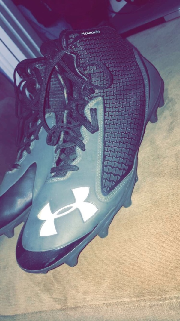 Football cleats (Great Condition)