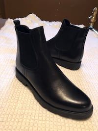 Lady's by Studio Flexx black leather ankle booties size 7 slip on's