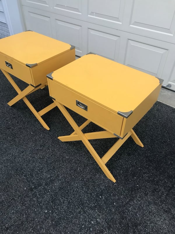 Side tables / nightstands  89e4a015-8b21-4011-8d70-49bfe5b3d11e