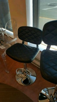 quilted black leather swivel chair Montréal, H1G 2T6