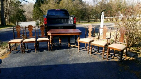 Antique Dining Room Table  23ba4c20-e57f-4f7d-aaad-f624d1cf109f
