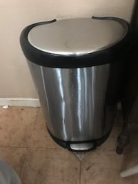 stainless steel and black pedal trash bin Reno, 89503